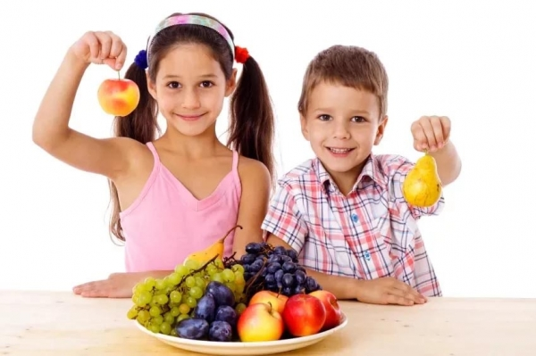 Let's train our children to eat fruits washing them